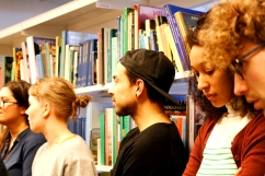 """Marronage: Modlæsninger, Front: """"Hvordan bliver viden skabt?"""", rundtur i bibliotekets samling, Hovedbiblioteket, marts 2017. Foto: Kbh læser."""